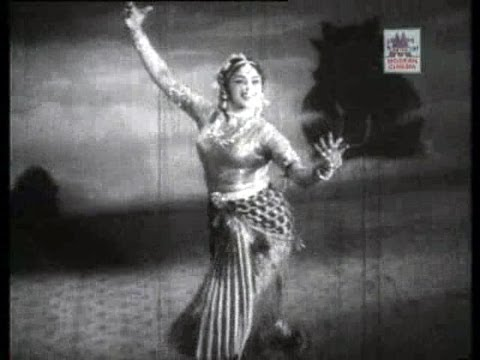 Padmini's Bharatanatyam In Meenda Sorgam 1960 video