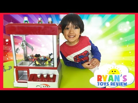 Thomas and Friends Surprise Toys Challenge with Claw Arcade Crane Machine
