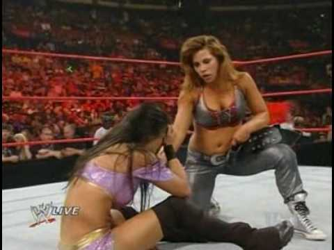 Mickie James vs. Gail Kim