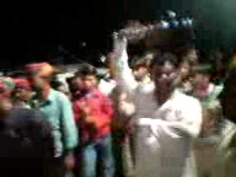 Theen Mar Dance On Rajesthan Roads video