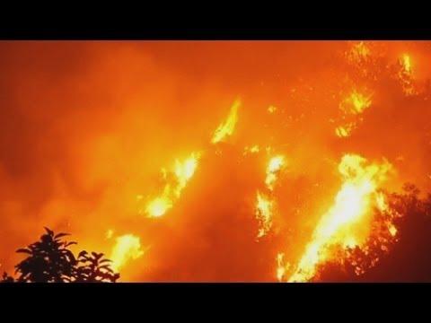 Raging California wildfire destroys homes near Glendora