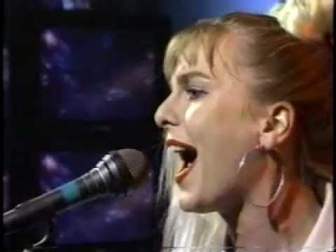 Sam Brown - Kissing Gate (live performance)