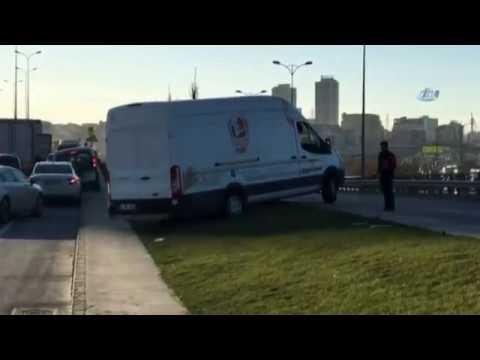 Trafikte Uzun Bekleyişe Dayanamayan Araçlar Kaldırıma Çıktı