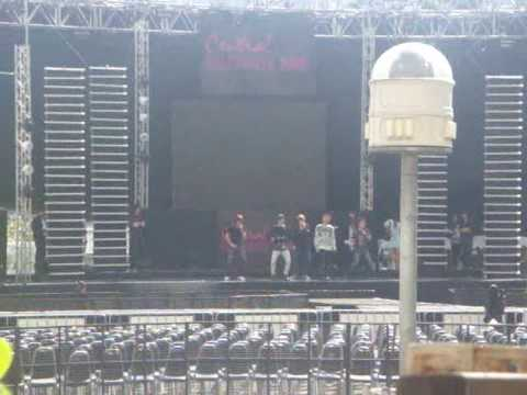 [FANCAM] 091203 SHINee at Central Chidlom Morakod Park -RDD Rehearsal