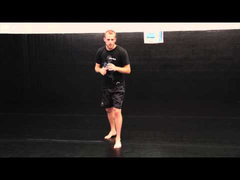 BreakingMuscle.com: How to Throw Muay Thai Knee Strikes Image 1