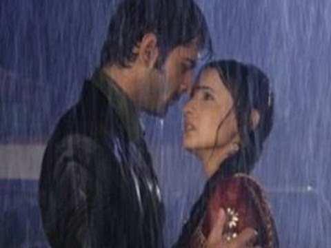 Arnav & Khushi 's BOLD ROMANCE in RAIN in Iss Pyaar Ko Kya Naam Doon 10th July 2012