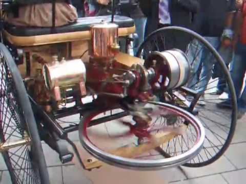 The first car ever running live! The Benz Motorwagen (1885)