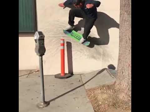 Wallride @brandonbiebel 🎥: @darylangel | Shralpin Skateboarding