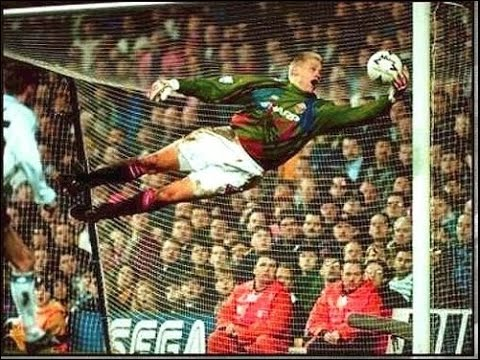 The best goalkeeper ever in the world { Peter schmeichel }