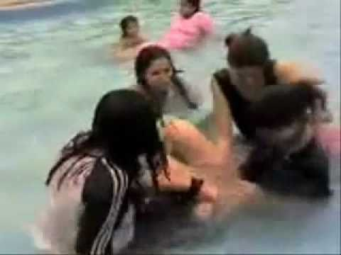 Karachi Girls Masti In Water video