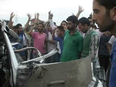 Army vehicle part of convoy rammed into a Tavara vehicle at HMT in outskirts of Srinagar city,