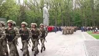 Парад в Харькове к Дню Победы 9 мая 2017 на мемориале Славы