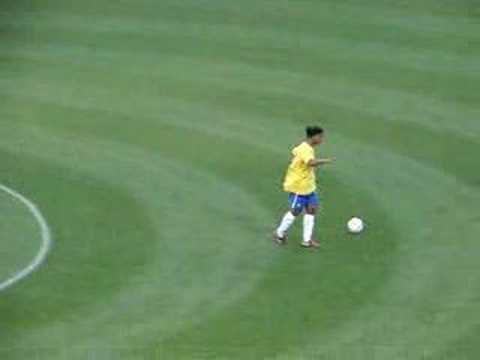 Ronaldinho no intervalo do amistoso Brasil x Argelia Music Videos