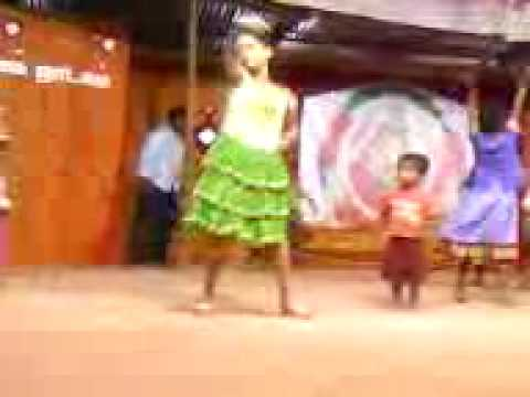 Cute Little Girl Dance On The Stage For Daddy Mummy Song Form The Film Villu (tamil) video
