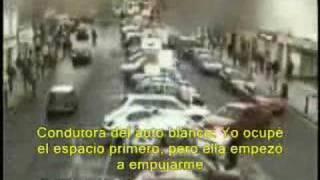 mujeres peleando por el estacionamiento