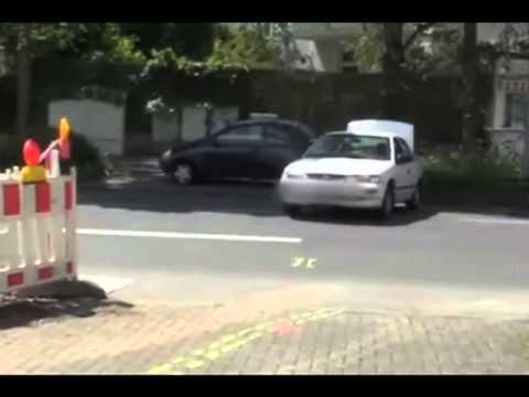 Unfall bei Bremsentest Fussgänger 63 zwischen Auto und Baum eingequetscht zahlreiche Knochenbrüche
