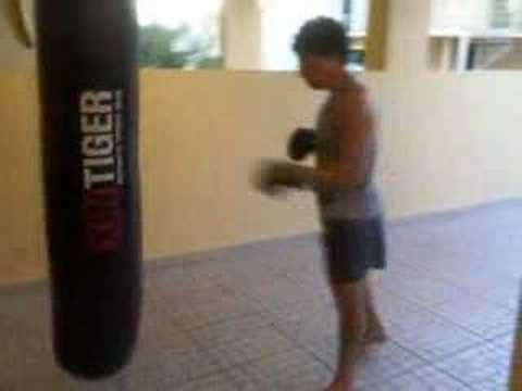 doing the 3 minute bas rutten thai boxing round on bag