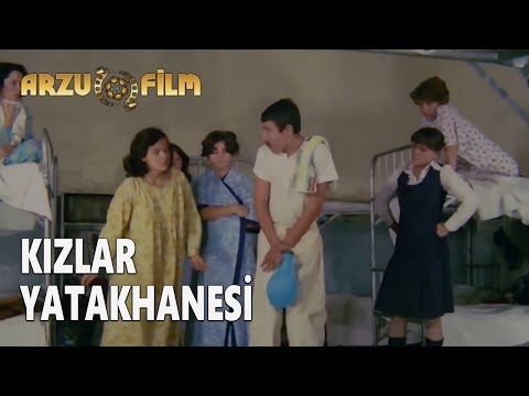 Eski Filmler - Hababam Sınıfı Dokuz Doğuruyor - Kızlar Yatak Hanesi
