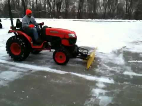 Kubota B3200 tractor plows the snow
