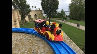Trem de Brinquedo Mickey Mouse Western Locomotive at Burggarten Schloss Schwerin , Germany 01782 pt