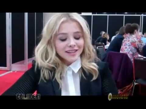 ♥Chloe Grace Moretz♥-Talks CARRIE. KICK-ASS 2. Video Games. More -NY Comic Con-2012