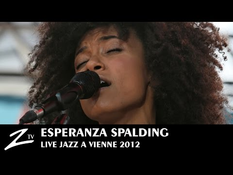 "Esperanza Spalding ""Crowned & Kissed"" - Jazz à Vienne 2012"