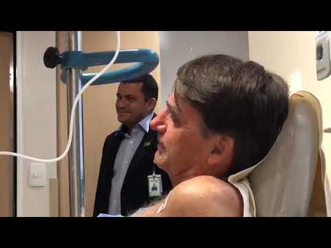 """Bolsonaro chora ao ouvir Evidências no hospital: """"momento especial em minha vida"""""""