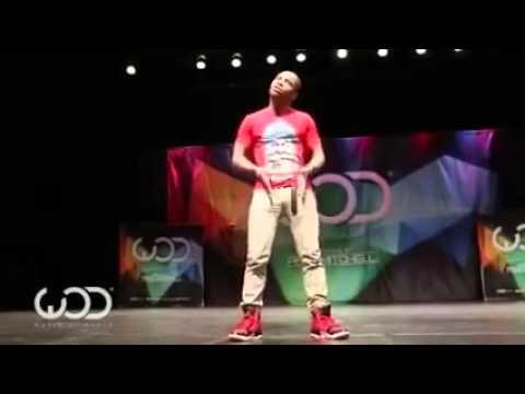 İnsanlık Dışı Dans Eden Genç