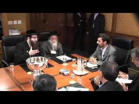 Ahmadinejad Greeted by Anti-Zionist Jews in New York