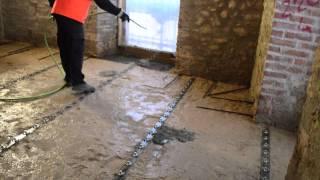 Solai rinforzati con spessori sottili di calcestruzzo ad alta resistenza e connettori