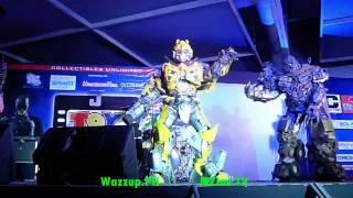 Transformers Cosplayers Dancing At Toycon - Michael Jackson