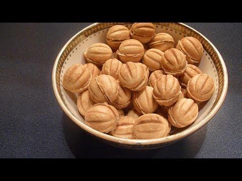 Печенье орешки со сгущенкой.