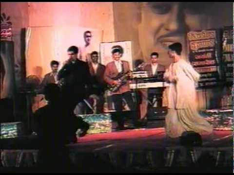 PYARI BINDU LIVE AT KHANDWA BY VIJAY AMIN & RAJAN 4TH AUG.wmv...