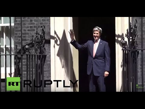 UK: Kerry collides with Downing Street door