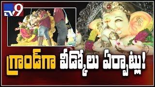 Devotees throng to Khairatabad Ganesh idol 2018