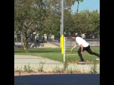 Multitasking with❤@mikemo 🎥: @ericlongden via @girlskateboards | Shralpin Skateboarding