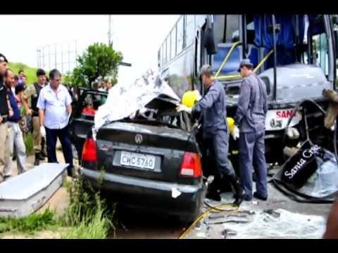 Acidente grave no trevo de Alfenas-MG, deixa três  mortos e um ferido.