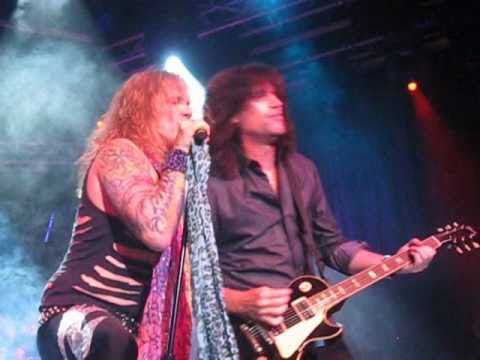 Lick It Up - Tommy Thayer from KISS jams with Steel Panther