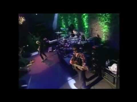Преглед на клипа: joe Satriani - Raspberry