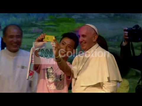 SOUTH KOREA:POPE IS LIKE A ROCK STAR WITH YOUTH