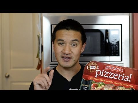 DiGiorno Pizzeria! Primo Pepperoni Pizza Video Review: Freezerburns (Ep562)