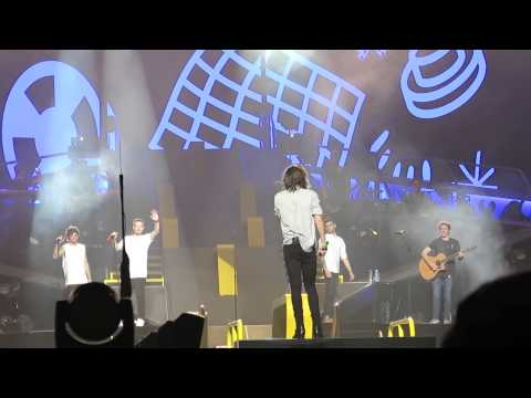 One Direction OTRATourJapan 2015.2.27 Little things_Harry calls Louis