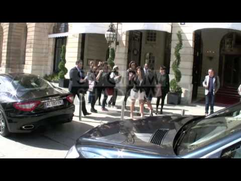 Kim Kardashian and her mother Kris shopping at Hermes in Paris