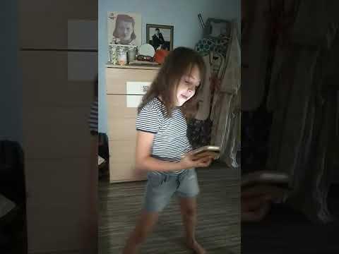 .-. Я красиво танцует стриптиз