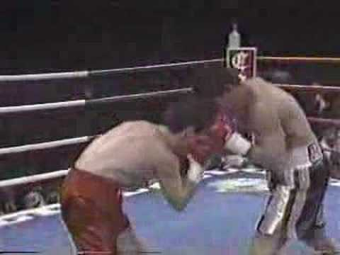 Julio Cesar Chavez VS. Greg Haugen Round 1 Video