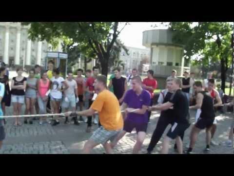 Русские пробежки Донецк перетягивание каната