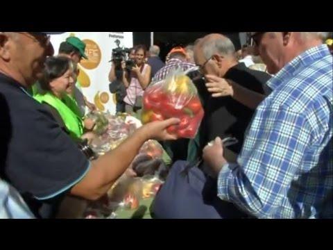Израильские фермеры раздавали овощи на улицах в знак протеста