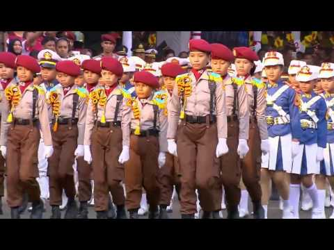 Atrakasi Marching Band AKPOL dan Polisi Cilik ini Memukau Presiden Jokowi