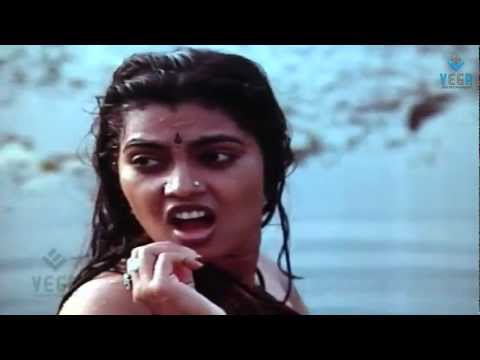 Thambikku Oru Pattu Movie : Silk Smitha Enjoying In Pond video