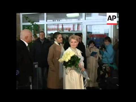WRAP Yanukovich casts ballot in run-off ADDS Tymoshenko